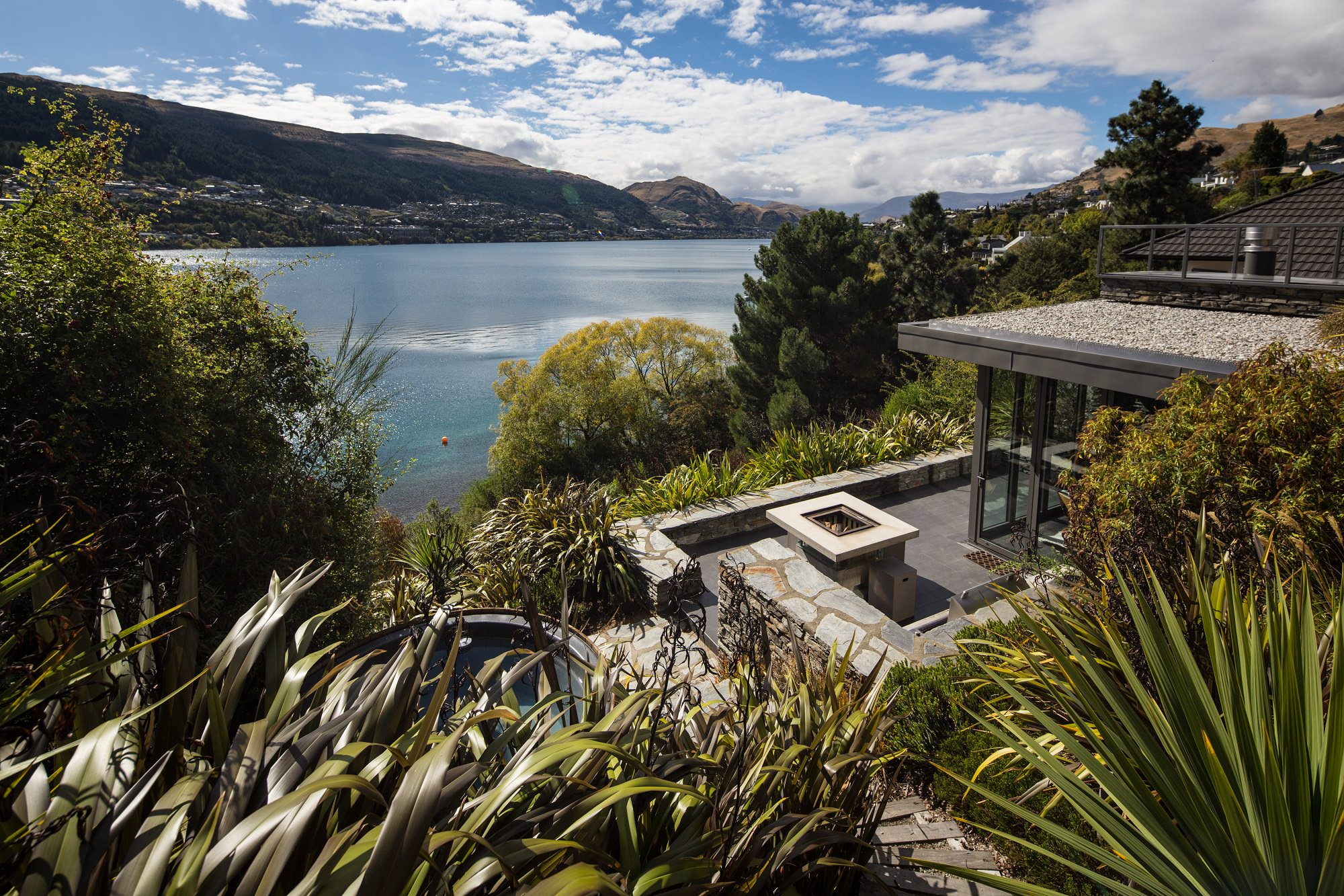 Queenstown luxury accommodation lakeside luxury for Panorama terrace queenstown